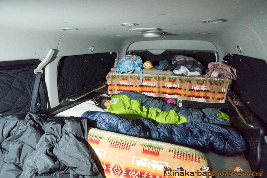 バックパッカー 旅人 バンライフ 子供 娘 寝袋