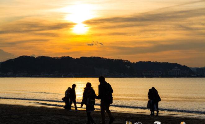 first sunrise hatsuhinode and three girls at yuigahama beach in kamakura