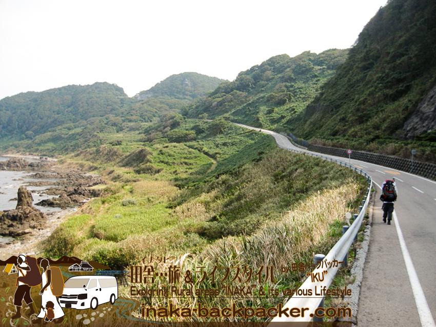 奥能登一周中 - 珠洲「つばき茶屋」へ歩く。この良い感じの景色の道が...かなりしんどい。