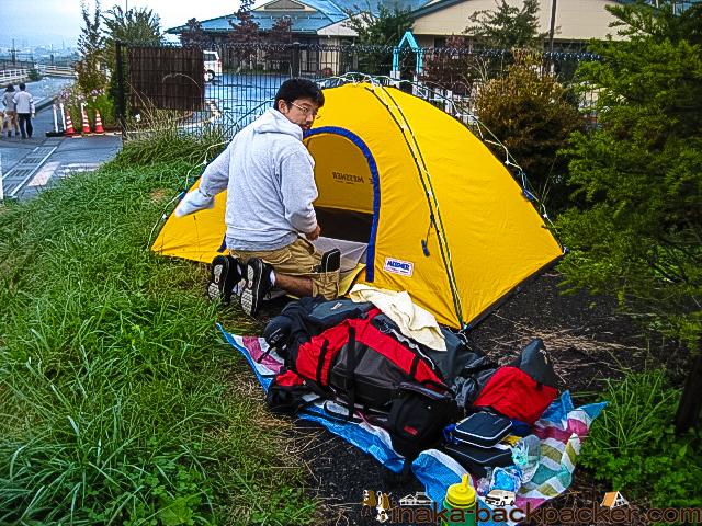 長野県 みどり湖駅近くの駐車場の一角でテント泊