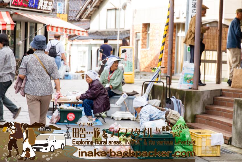 石川県輪島 - 朝市の露店販売をしていたおばあちゃんたち