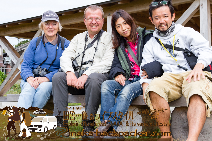 石川県 舳倉島(へぐらじま)で、Brenda Kayさん、David Cooperさんと連絡先を交換し記念撮影。(from left to right) Ms. Brenda Kay, Mr. David Cooper, Yuka, and Iku at Hegura Jima island.
