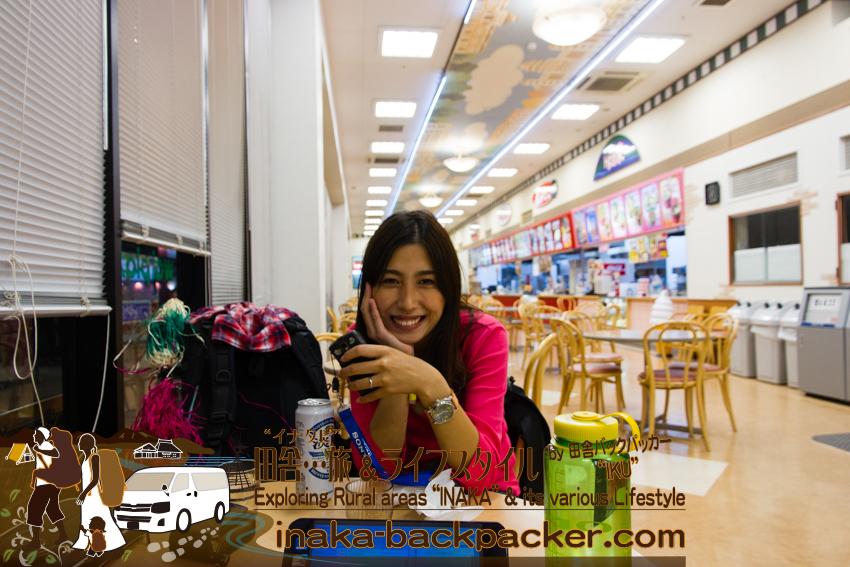 石川県輪島のスーパー「ワイプラザ」のフードコートで食事。そして、7Dで撮影した写真データを、パソコン「VAIO P」にコピー。