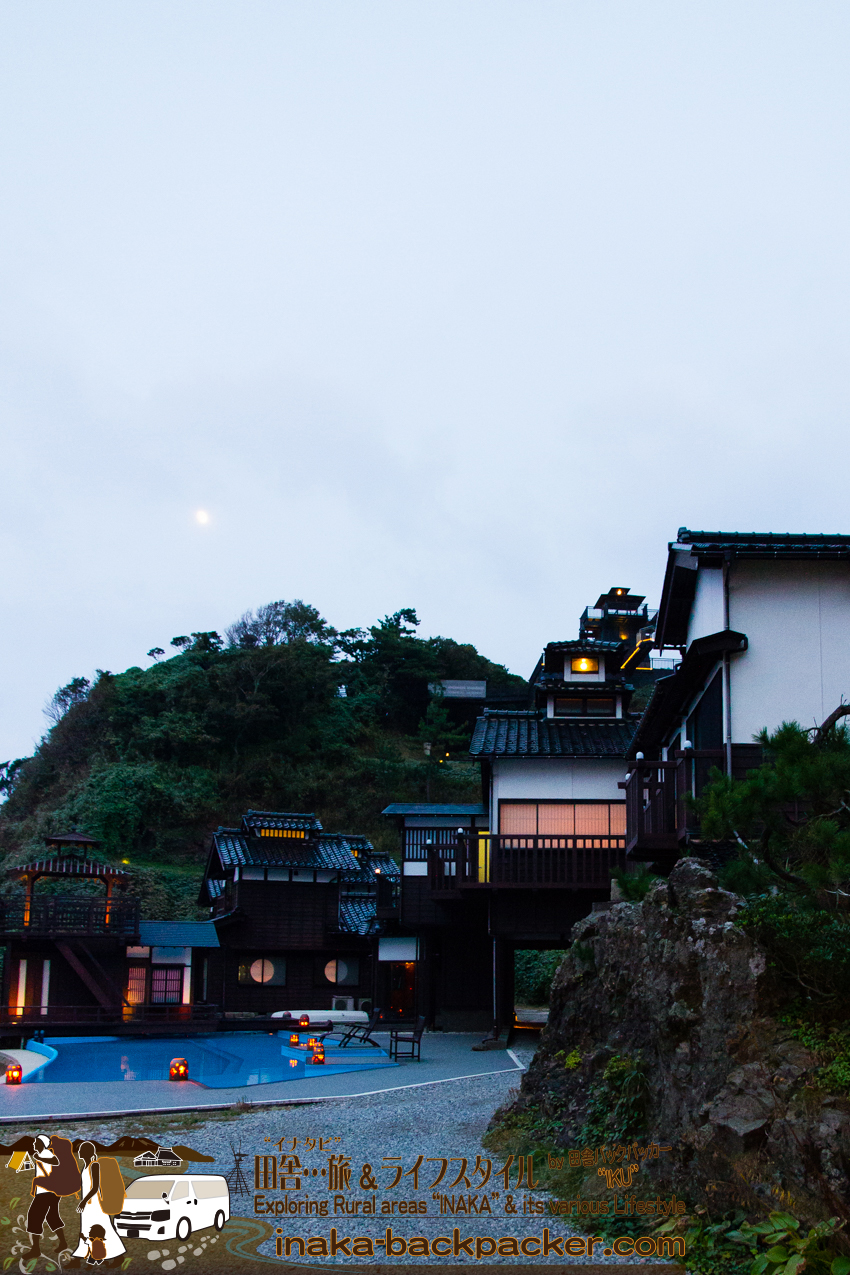 """奥能登一周中 - 「ランプの宿」に到着。雰囲気良い「ランプの宿」。日本の古風なつくり。""""ランプ""""っぽい""""灯火""""も良い感じだ。"""