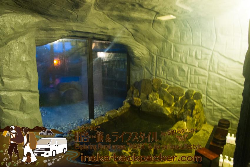 奥能登一周中 - 「ランプの宿」の浴室はこんな感じになっている。