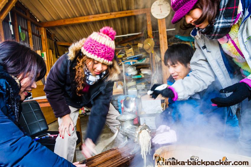 田舎 薪味噌 anamizu iwaguruma making miso experience