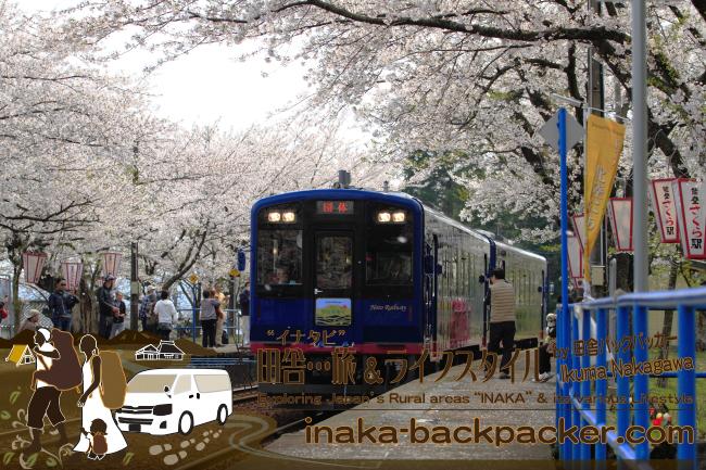 能登さくら駅<能登鹿島駅>をとおる観光列車「のと里山里海号」 ここ数日は試乗期間。ぼくも試乗取材をしたので別途レポートする予定。一般運行は4月29日から