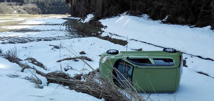 凍結 事故 車 一回転