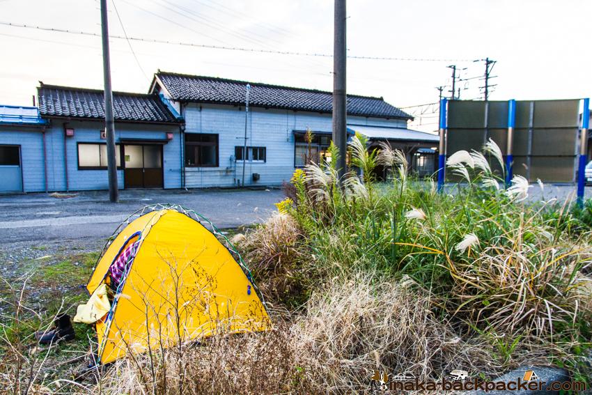 新潟県 市振駅 テント スポット