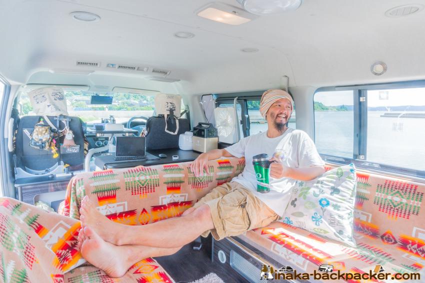 inside hiace travel campervan in Japan ハイエース 車中泊