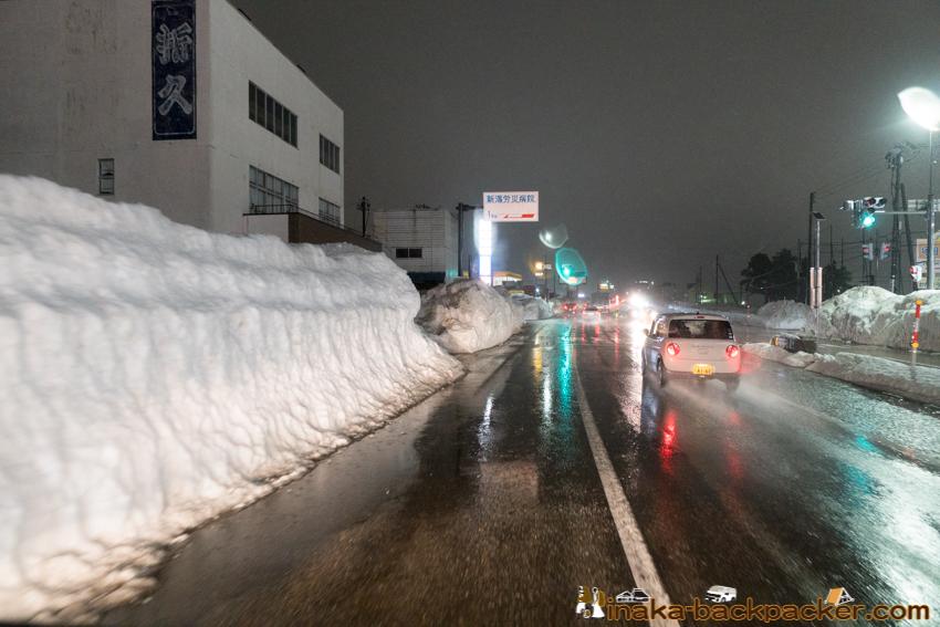 新潟 街中 雪山 雪壁